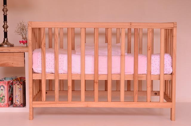 jakie łóżeczko dla niemowlaka